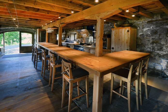 Profitez d'une cuisine entièrement équipée et de son comptoir de bar
