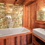 Salle de bain en bois du gîte l'Etable