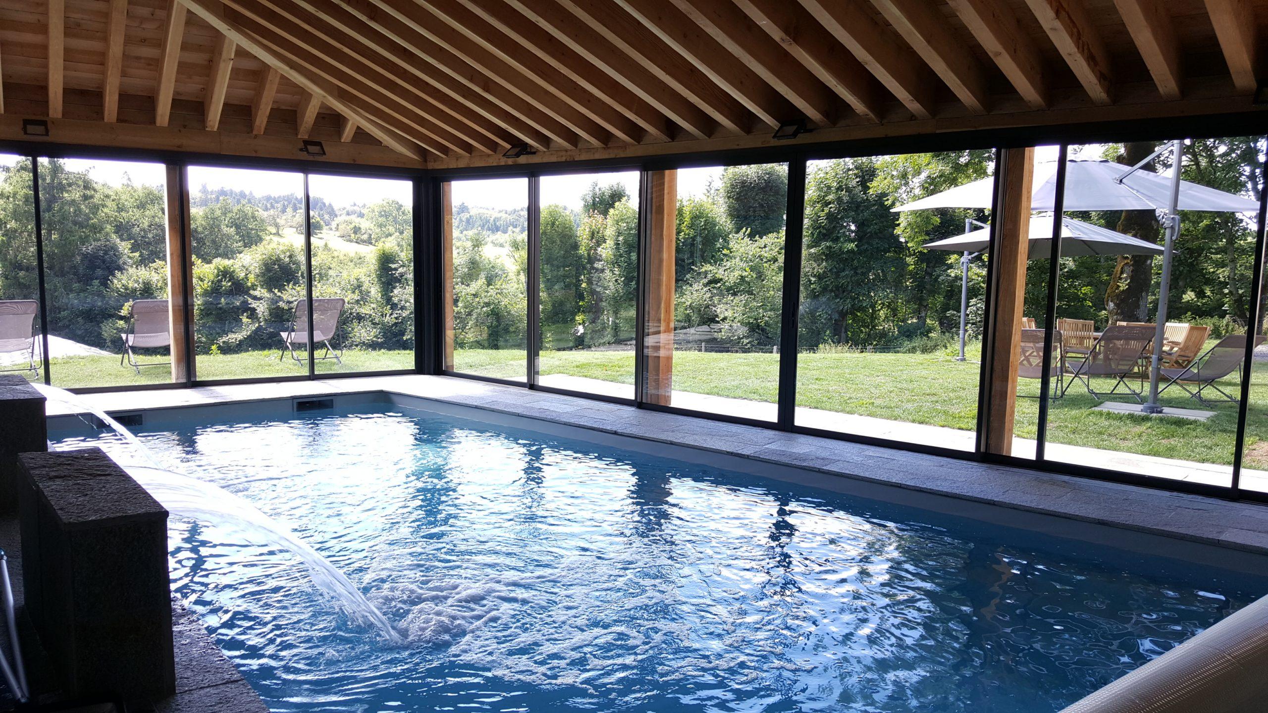 La piscine intérieure chauffée à l'année