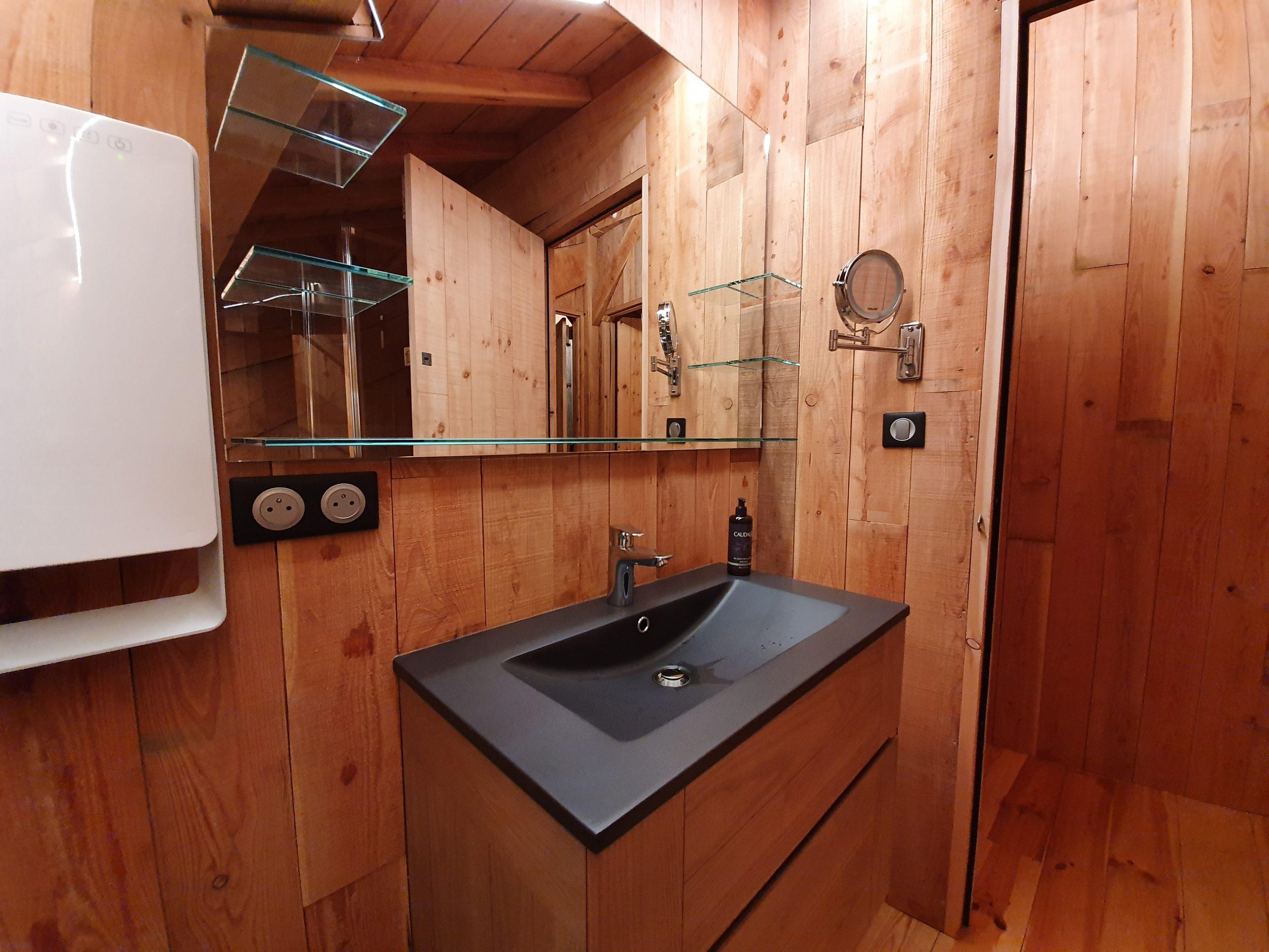 La salle de bain à l'étage chalet